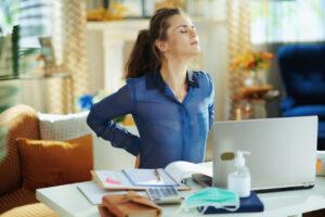 Ilustra el dolor de espalda del trabajo como dice el Centro de la Columna Vertebral
